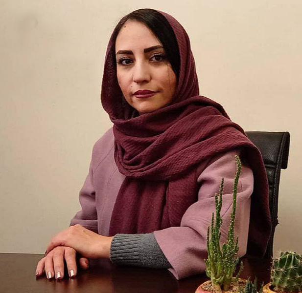 مینا علیزاده